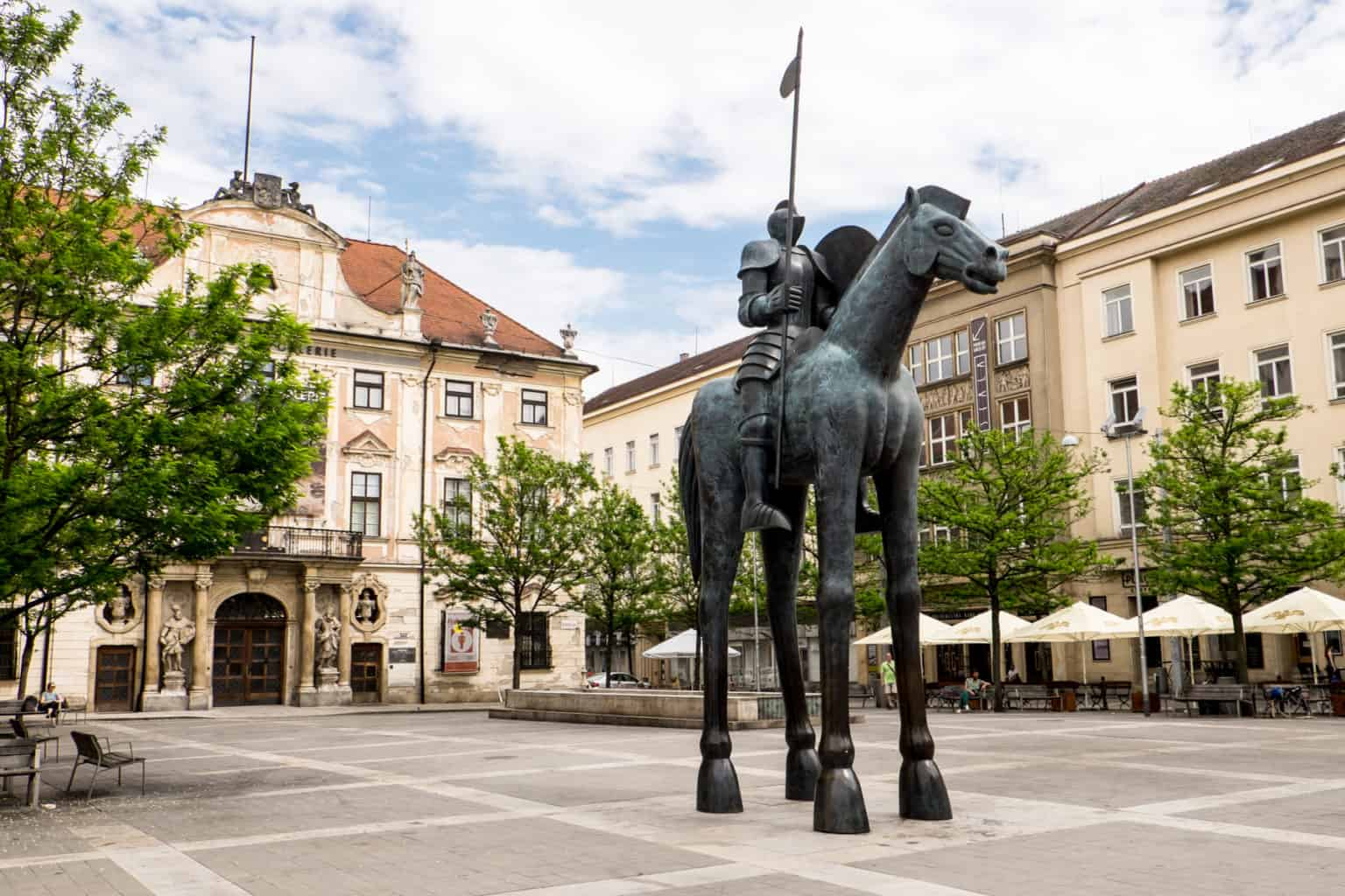 Statue of a bronze horse in brno in the middle of a square
